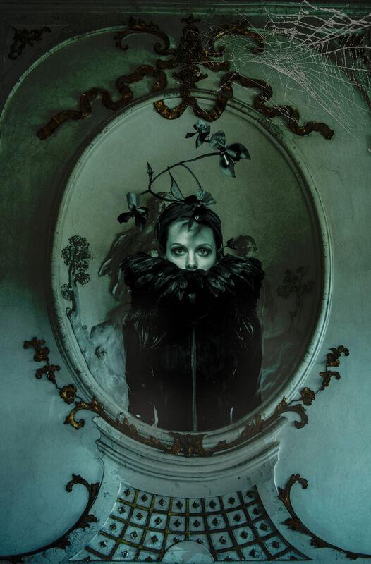 <strong>black mirror</strong>